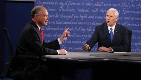 Kaine (i) y Pence (d) debatieron sobre la política exterior de Estados Unidos en los próximos cuatro años. | Foto: EFE