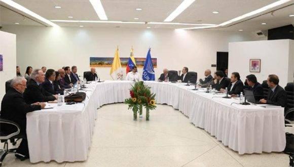 El diálogo se abre paso en Venezuela en busca de la paz y contra los ataques a la institucionalidad en el país. | Foto: @jaarreaza