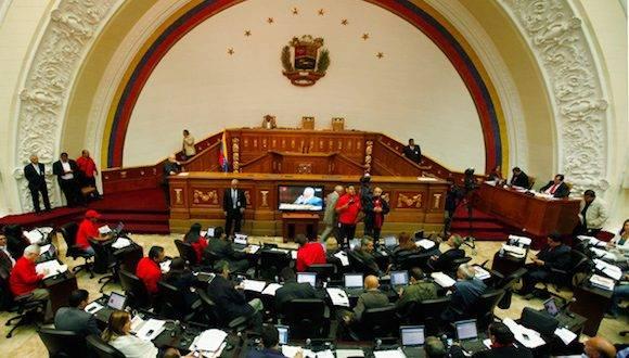"""Los diputados del Bloque Parlamentario de la Patria en la Asamblea Nacional rechazaron la discusión y aprobación del documento que incluye la posibilidad de abrir un juicio contra el Presidente de la República, Nicolas Maduro, acción que fue calificada como un """"intento de golpe parlamentario"""". Foto: Noticias 24"""