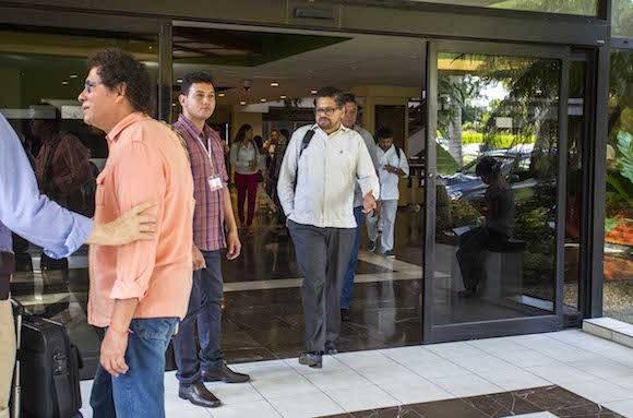 Ivan Marquez a la salida del Hotel Palco, tras el anuncio de la Declaración Conjunta. Foto: Desmond Boylan/ AP