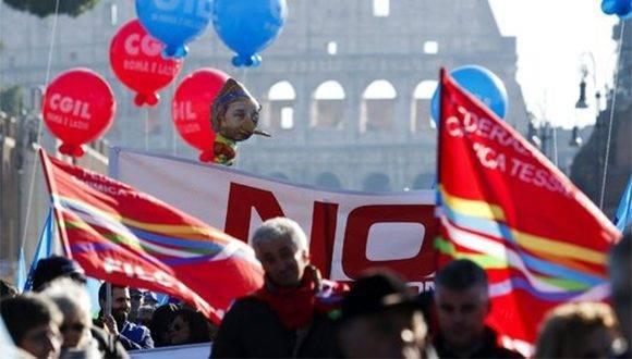 Los italianos protestan contra la reforma constitucional y las políticas económicas del gobierno de Renzi. Foto: Reuters.