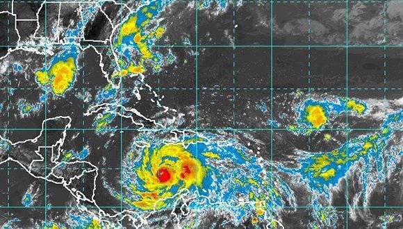 Ante la llegada del huracán Matthew al Oriente de Cuba, el INDER suspende activdades deportivas. Imagen del satélite de este domingo a las 10am. Fuente: INSMET.