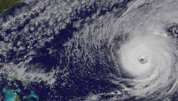 En el ojo de Nicole actúan vientos que la hacen más brillante. Foto: NASA/ BBC Mundo.