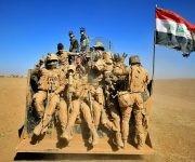 Combatientes de las fuerzas kurdas iraquíes conocidas como peshmerga encabezaron el ataque. Avanzaron lentamente por campos cubiertos de minas. Foto: Agencias.