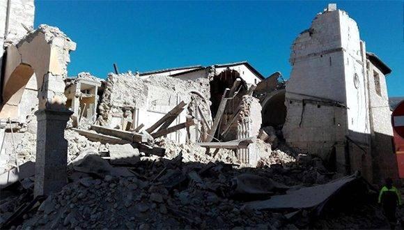 Así quedó la basílica de San Benedetto en Norcia, al centro de Italia, luego del terremoto 6,6 que sacudió el centro de Italia. Foto: CNN.