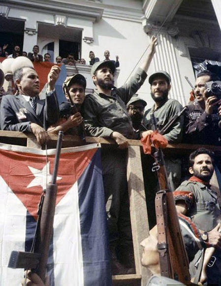 Junto a Fidel en Santa Clara durante la caravana de la libertad.
