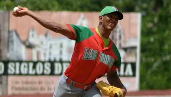 El lanzador tunero Yoelkis Cruz, abridor del Primer juego de la serie particular frente a Camagüey, correspondiente a la 56 Serie Nacional de Béisbol. Foto: ACN/ Rodolfo BLANCO CUÉ.