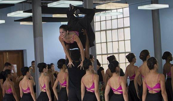 La compañía ha compartido escenario con reconocidas agrupaciones y personalidades como el Ballet Nacional de Cuba, el Ballet de la Scala de Milán, el Conjunto Folclórico Nacional, el Buenavista Social Club. Foto: Ladyrene Pérez/ Cubadebate.