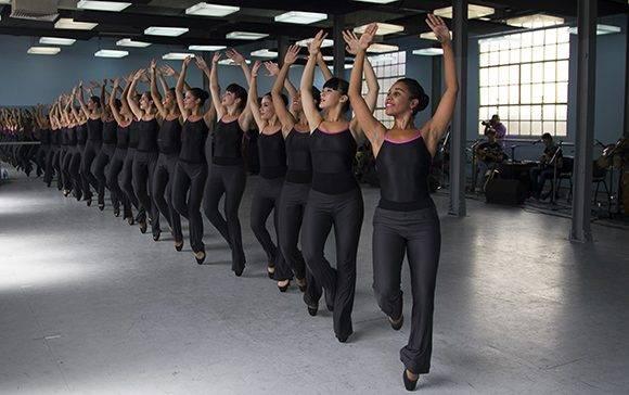 Compuesta esencialmente por mujeres y una agrupación musical que acompaña todos sus espectáculos en vivo, se destaca por su empaste y profesionalidad. Foto: Ladyrene Pérez/ Cubadebate.