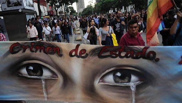 Dos años después, México no olvida la noche de la masacre y desaparición de los 43 estudiantes de Ayotzinapa. Foto: Hispantv.