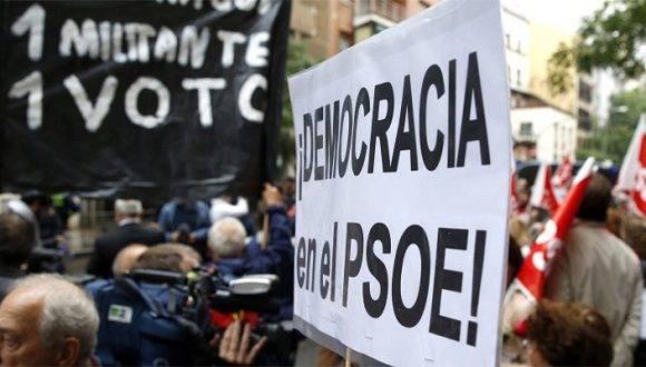 Militantes del PSOE piden a la dirección del partido que voten contra Rajoy. Foto: Agencias.