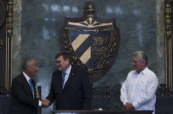 Marcelo Rebelo de Sousa saluda al recotr de la UH, Gustavo Cobreiro, y al vicepresidente cubano, Miguel Díaz-Canel. Foto: Ladyrene Pérez/ Cubadebate.