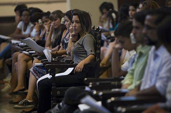 La conferencia tuvo lugar en el Aula Magna de la UH, con la presencia de decenas de estudiantes universitarios. Foto: Ladyrene Pérez/ Cubadebate.
