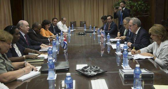 El representante de Comercio de EEUU, Michael Froman, está en La Habana, y se reunión con el ministro de Comercio Exterior y la Inversión Extranjera, Rodrigo Malmierca. Foto: Ismael Francisco/ Cubadebate