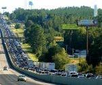 Cientos de automovilistas intentan salir de Carolina del Sur para esquivar los efectos del huracán Matthew. Foto: Ap
