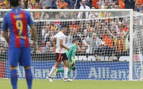 Barcelona sufre frente al Valencia, pero gana. Foto: Sport.
