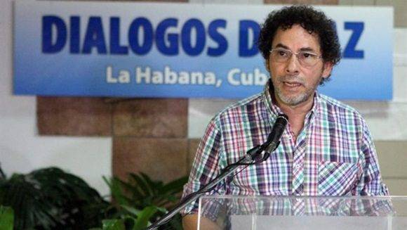 Los lideres de las FARC-EP consideraron como dilatoria la iniciativa uribista que sería utilizada como plataforma electoral.