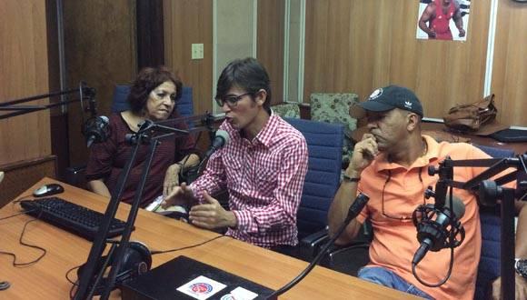 En el estudio de Radio Rebelde, los críticos y periodistas Paquita de Armas y Yuris Nórido y el reconocido realizador Rudy Mora: Foto: María del Carmen/ Cubadebate.