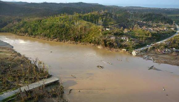 Puente sobre el Toa que quedó destruido luego del azote de Matthew. Foto: ACN.