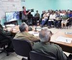 El General de Ejército y los dirigentes que lo acompañan se reunieron en el Consejo de Defensa Provincial de Santiago de Cuba. Foto: Estudios Revolución