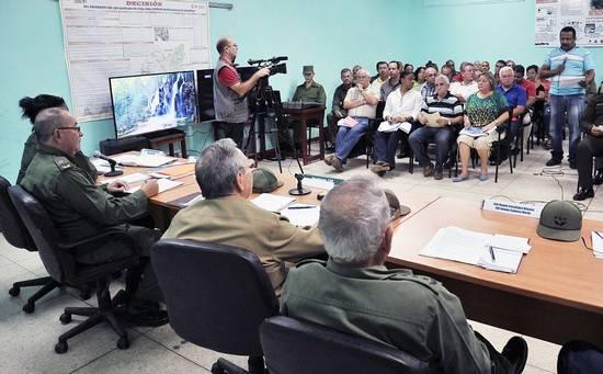 Insta presidente cubano Raúl castro a no desaprovechar ninguna experiencia