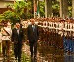 El General de Ejército Raúl Castro Ruz (C izq.), Presidente de los Consejos de Estado y de Ministros, recibe a Abdelmalek Sellal (C der.), Primer Ministro de la República Argelina Democrática y Popular, durante la firma de acuerdos entre los dos países, en el Palacio de la Revolución, en La Habana el 13 de octubre de 2016. ACN FOTO/ Marcelino VÁZQUEZ HERNÁNDEZ/ sdl