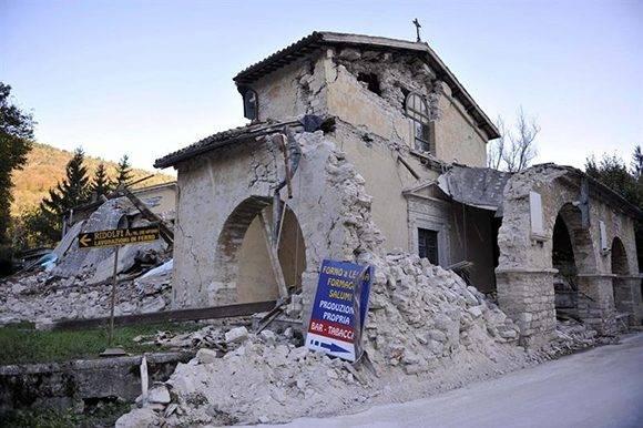 Desde 1980, Italia no era golpeada por un sismo con tanta potencia. Foto: EFE.