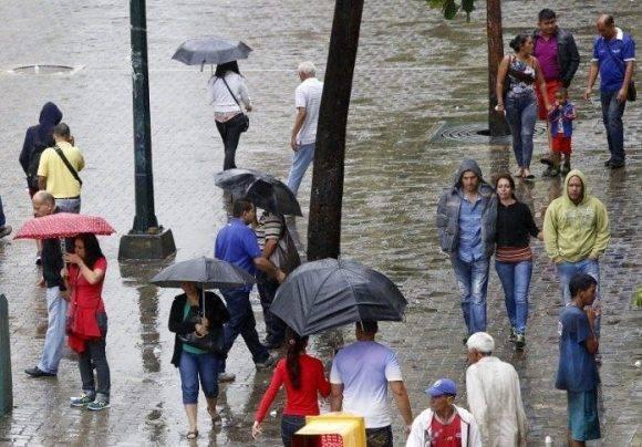 Huracán Matthew causa fuertes lluvias en Venezuela. Foto: @HernanPorrasM / Twitter