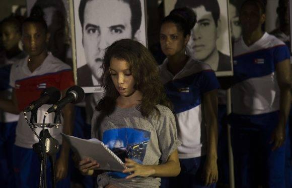 Pionera Thalia Gatorno habló en Vigilia en honor a las Víctimas del Terrorismo contra Cuba, Plaza de la Revolución, 5 de octubre de 2016. Foto: Ismael Francisco / Cubadebate