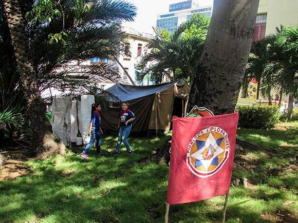 Niños y adolescentes que pertenecen al Movimiento de Pioneros Exploradores del municipio de Plaza también estuvieron presente en la UH. Foto: Cinthya García Casañas.