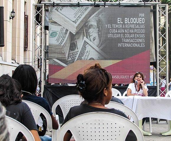 La periodista argentina radicada en Cuba Graciela Ramírez conversó acerca de las consecuencias negativas del bloqueo para Cuba y, específicamente, sobre las afectaciones en hospitales oncológicos. Foto: Cinthya García Casañas.