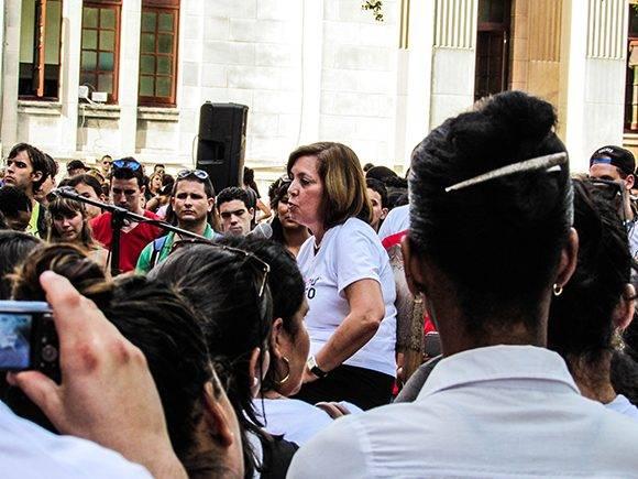 Intercambio de los jóvenes de la UH con Josefina Vidal Ferreiro, Directora General para Estados Unidos de la Cancillería cubana. Foto: Cinthya García Casañas.
