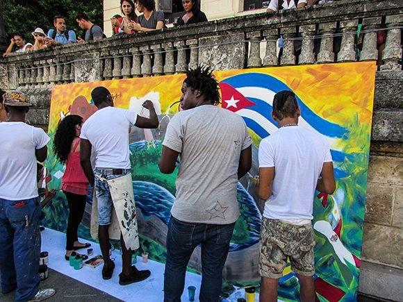 A través de diferentes representaciones de las artes plásticas participaron los jóvenes de la UH. Foto: Cinthya García Casañas.
