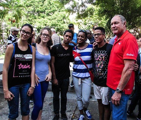 El encuentro con glorias del deporte cubano como Alberto Juantorena fue otra de las actividades que se llevaron a cabo en la jornada de hoy. Foto: Cinthya García Casañas.