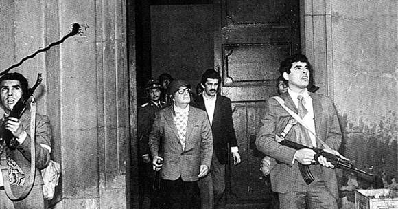 Fue realizada por el fotógrafo de la Presidencia, Luis Orlando Lagos, y es la última que muestra a Allende con vida. Foto: El Mostrador.