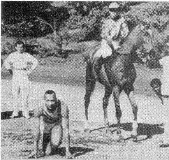 Jesse Owens corre contra un caballo
