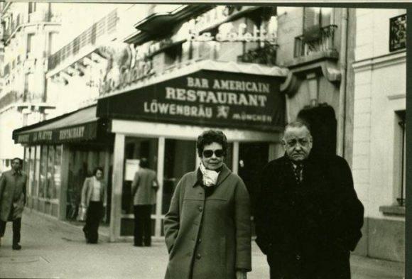 Alejo Carpentier en París. Foto tomada de Granma.
