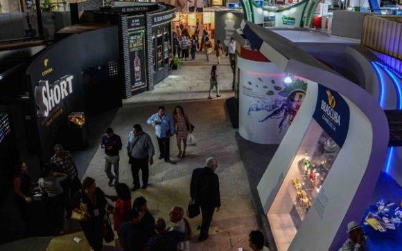 En la XXXIV Feria Internacional de La Habana, uno de los stands del Pabellón Central de Expocuba, lo ocupa Brascuba S.A., entidad que cuenta con un sólido portafolio de productos, en su mayoría distinguidos con Medalla de Oro a la Calidad. Foto: Abel Padrón/ AIN.