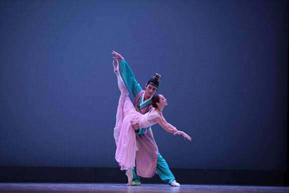 """Claro de Luna"", Hyemin Hwang y Dongtak Lee. Foto: Nancy Reyes/ BNC."