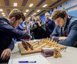 Carlsen enfrenta a Karjakin