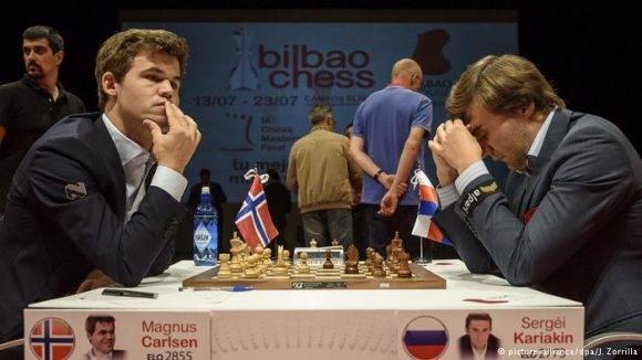 Carlsen y Kariakin durante una partida en Bilbao. Foto tomada de DW.