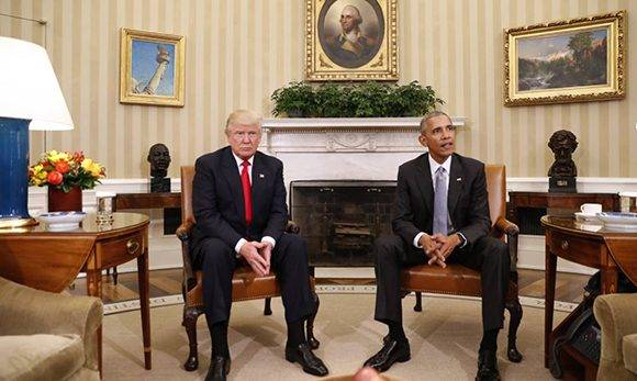 Obama recibe a Donald Trump en el Despacho Oval de la Casa Blanca. Foto: @el_pais.