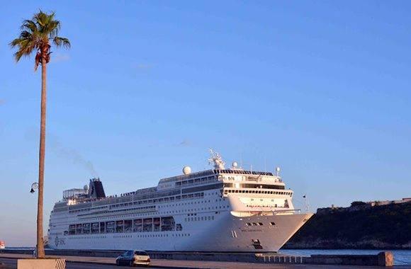 El Crucero Armonia de la compañía MSC Cruceros arribó al puerto de La Habana, una de las siete ciudades maravillas del mundo. Foto Tony Hernández Mena
