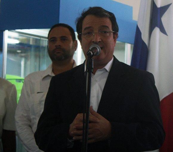 El viciministro de Industria y Comercio de Panamá, Néstor González, en la inauguración del pabellón de su país en FIHAv-2016. Foto: José Raúl Concepción/ Cubadebate.