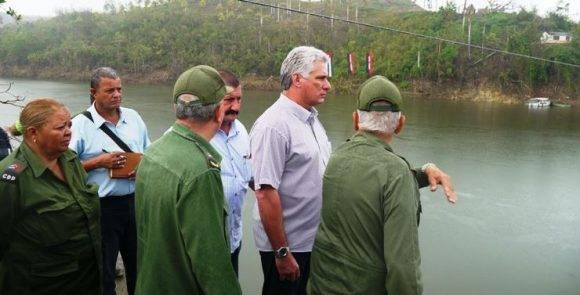 Diaz-Canel en Baracoa. Foto: Rodney Alcolea