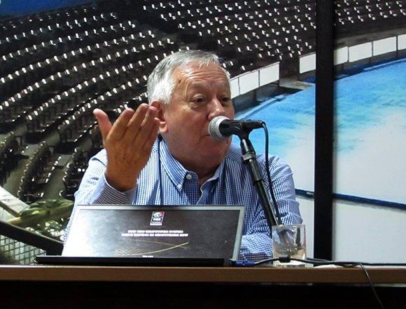 Alberto García, director regional de FIBA América, explica el calendario rumbo a la Copa del Mundo. Foto: Cinthya García Casañas/ Cubadebate.