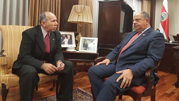 Presidente Luis Guillermo Solís recibe al embajador de Cuba en Costa Rica, Danilo Sánchez Vázquez.