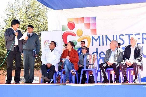 Morales participó en el acto por el décimo aniversario de la inauguración del Centro Oftalmológico de El Alto. Foto: @evoespueblo.