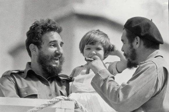 Fidel Castro, junto al Che y su hija Aleida. Foto: Archivo.