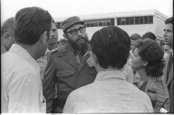 """Fidel Castro en la Vocacional de Ciencias Exactas """"Máximo Gómez"""" de Camagüey. Foto tomada de Adelante."""